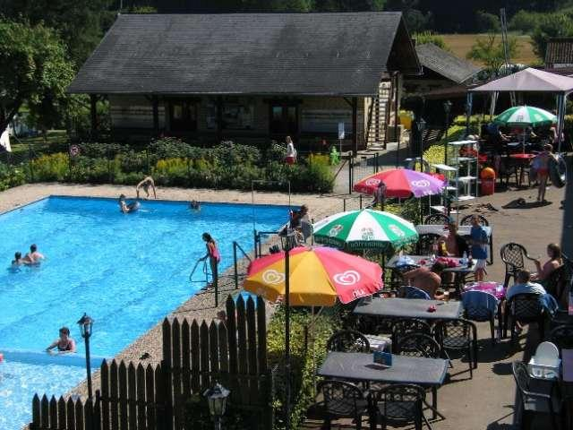 terrace and swimmingpool Camping Auf Kengert Larochette Luxemburg