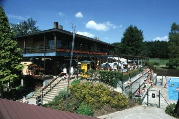 main building with restaurant, shop, terrace and pool on Camping Auf Kengert Larochette Luxemburg