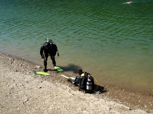 diving in the lake of the Upper Sûre