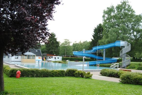 swimmingpool with slide on Camping Plage Beaufort Luxembourg