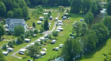 Camping Tintesmühle Heinerscheid Luxemburg in de vallei van de Our