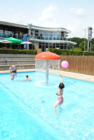 enjoy water games in the pool of Camping Auf Kengert Larochette Luxemburg